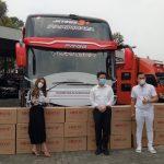 Bagikan Masker 1 Bus, KosmeMask Peringati 1 Tahun Covid di Indonesia